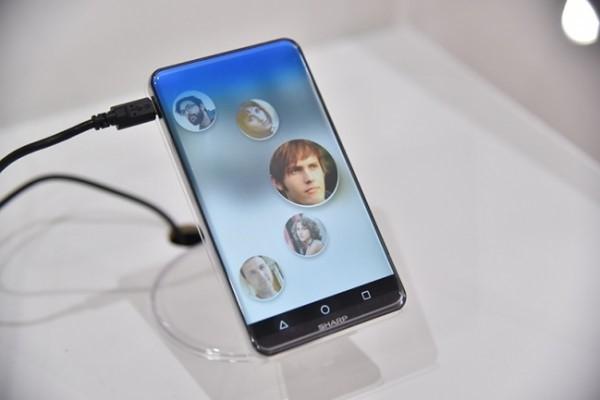 Smartphone màn hình cong, không bản lề từSharp